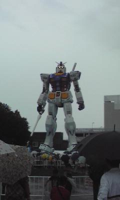静岡ガンダム雨降ってない!